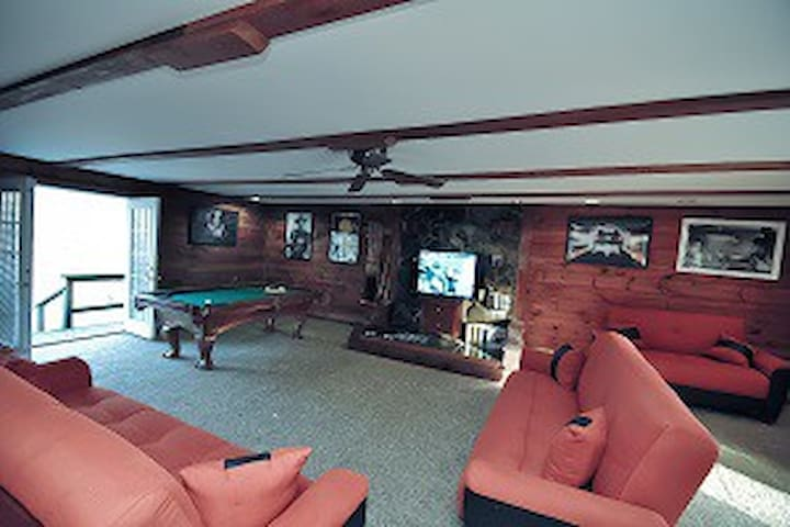 Grand Summit Lodge - East Stroudsburg - House