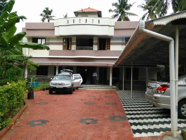 2 BHK furnished A/c.apartments - Thiruvananthapuram - Apartamento