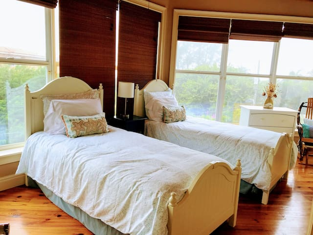 Second bedroom with gulf views