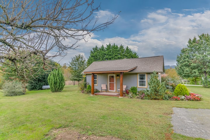 NEW!  Cottage in Meadow Setting-Hendersonville