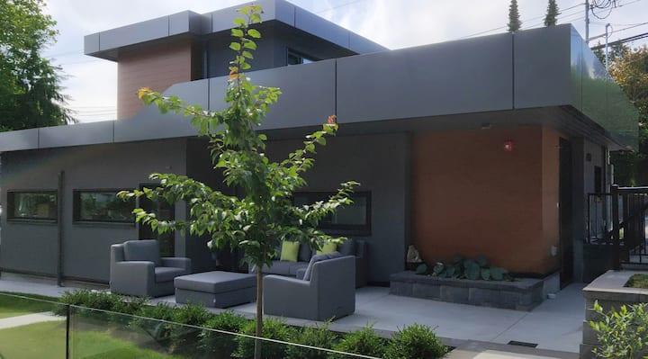 靠近UBC的全新后院小屋  A small new house near UBC