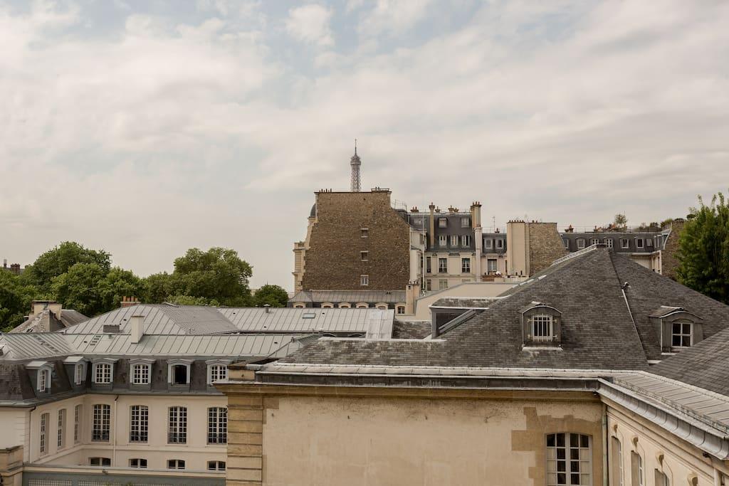 Vue du salon sur la Tour Eiffel.