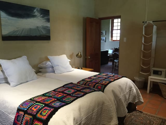 Shades of Africa Carriage House - Olive Grove - Oudtshoorn - Bed & Breakfast