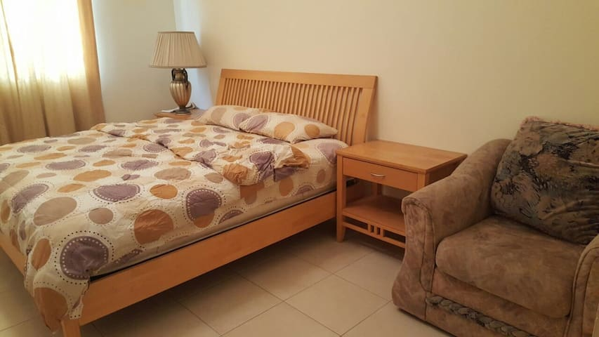 Beautiful private room in a 3bhk - Dubai - Apartment