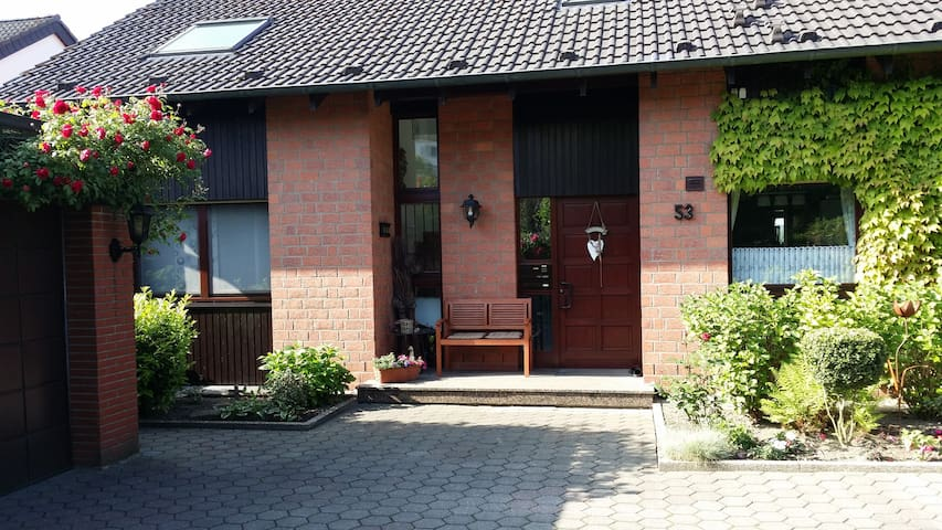 Gemütliche 50 qm Dachgeschoßwohnung. - Hattingen - Apartament