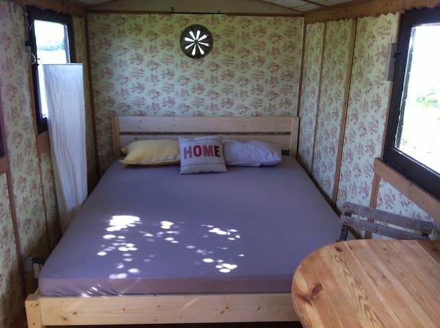 Doppelbett 160x200 - genug Platz für Zwei