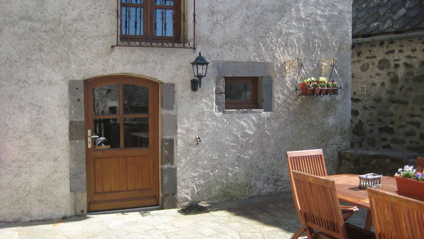 Maison Auvergnate rustig gelegen - Chambres - Byt
