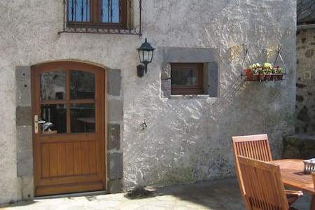 Maison Auvergnate rustig gelegen - Chambres - Leilighet