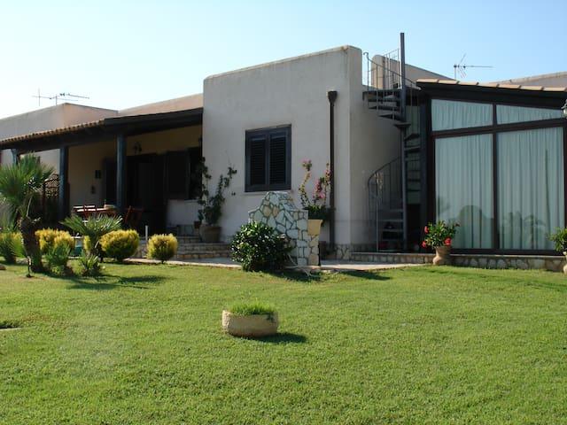 Favignana Guesthouse Egusa - Favignana - House