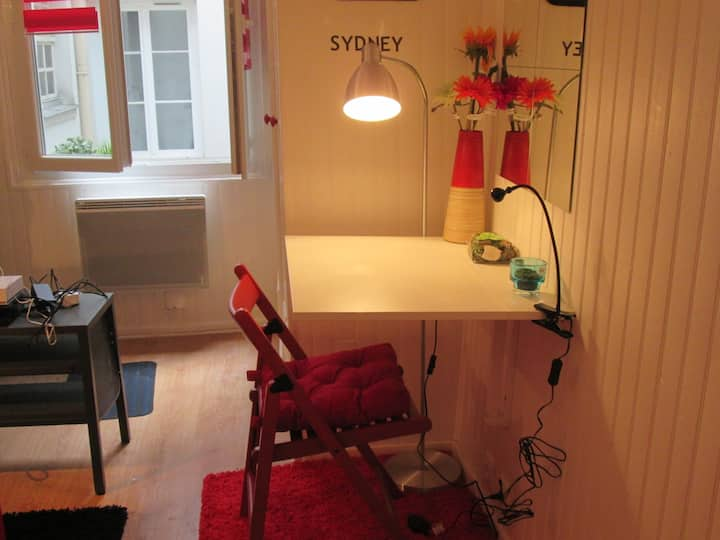 STUDIO IN THE HEART OF THE MARAIS