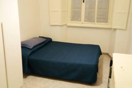 Camera da letto in via Birago perugia