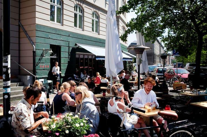 Outdoor café life