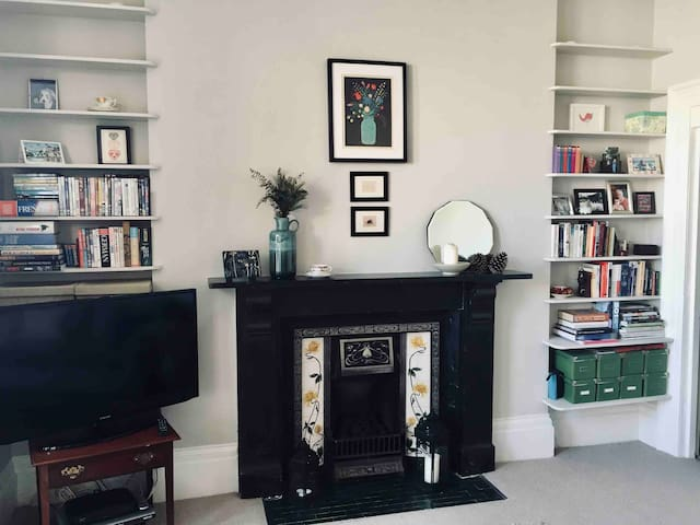 Stylish room-great central location-Free Parking
