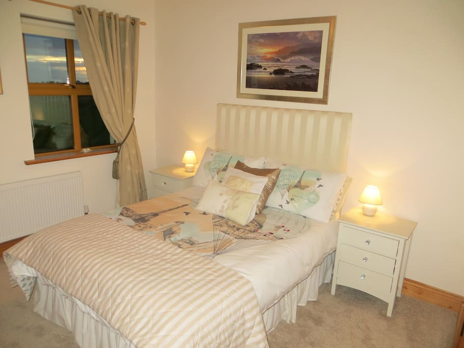 Front Double Ensuite room with sea view