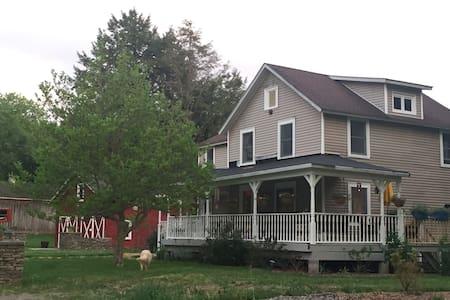 Hummingbird House - Hancock - House