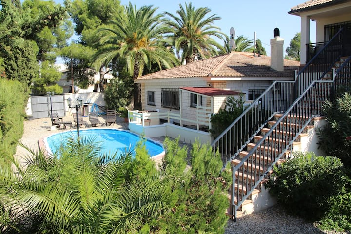 Private Ebro Apartment 150 meter from the Ebro.