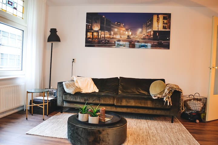 Vintage apartment in Noord with cute Boris!