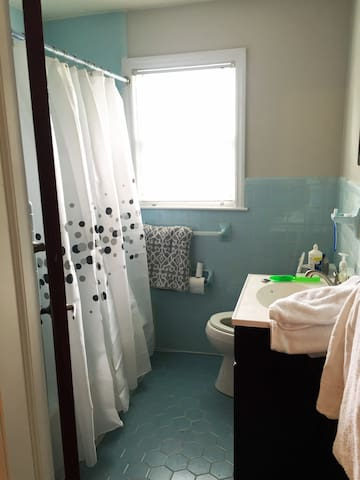 Charming 50's bath