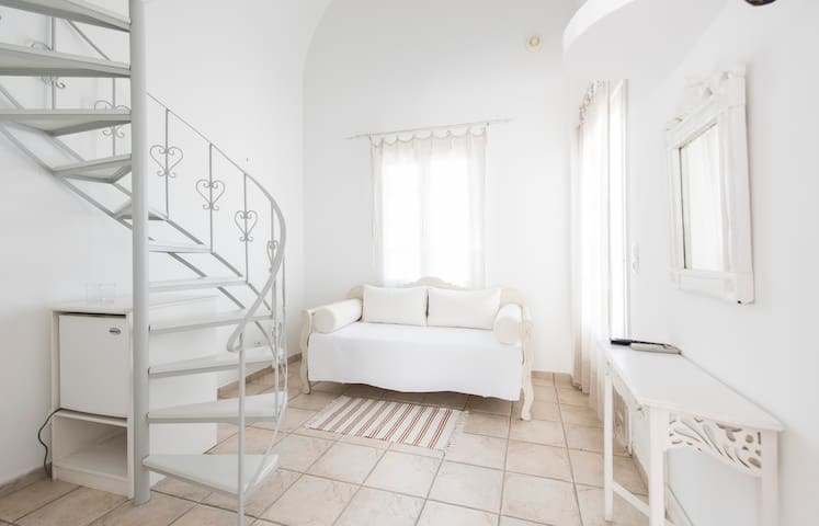 Maisonette with pool+breakfast - THIRA - Bed & Breakfast
