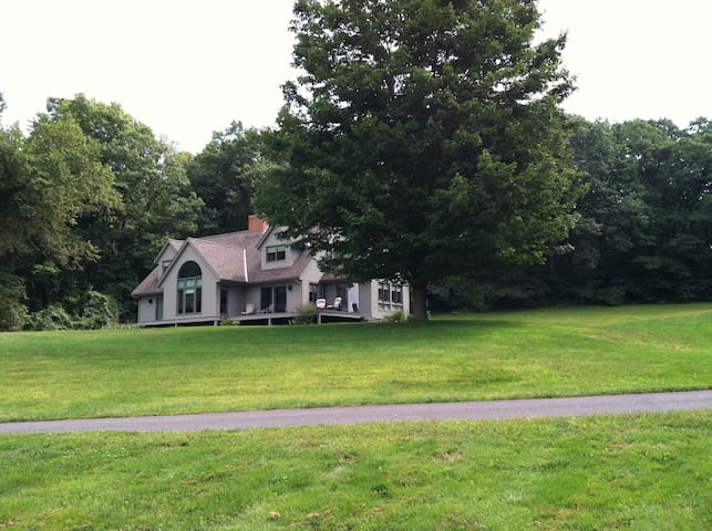 Room with a view, private, clean - Deerfield - Bed & Breakfast