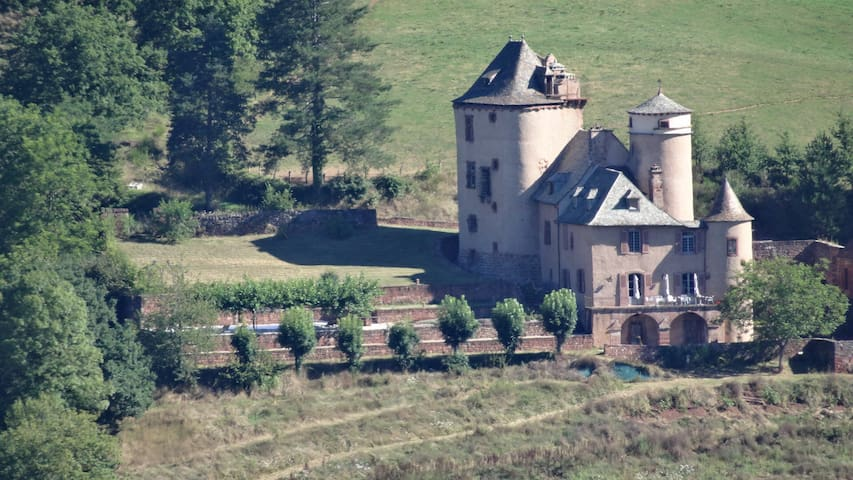 Château autour du village