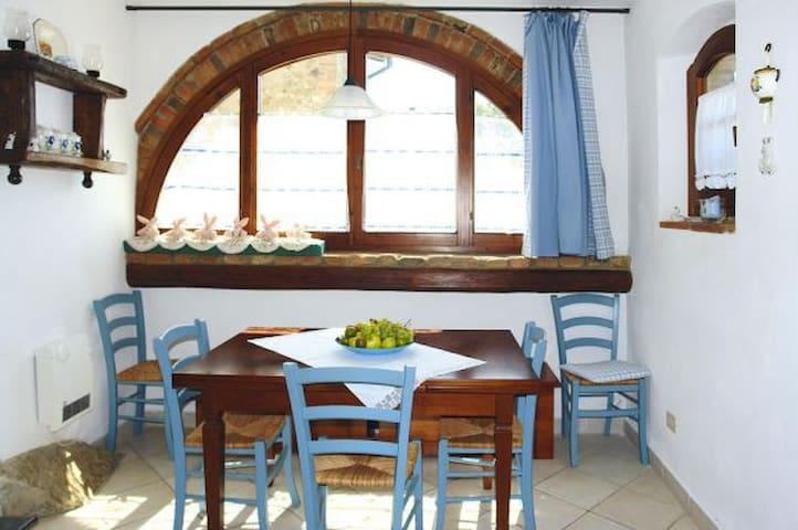 Cosy apartment in historic hamlet - Volterra - Casa