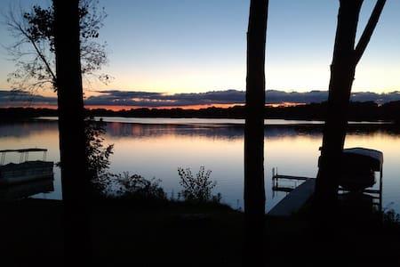 Lake House in Heart of Kettle Moraine Forest - La Grange