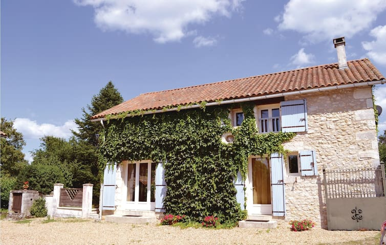Holiday cottage with 2 bedrooms on 126 m² in La Chapelle Faucher