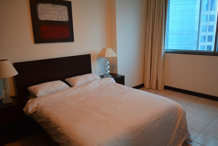 Spacious Room close to everything - Doha
