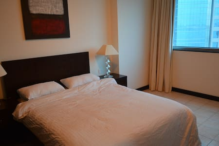 Spacious Room close to everything - Doha