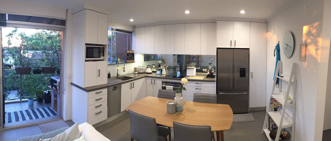 Spacious modern 2 bed apartment - 10min to city - Wollstonecraft - Huoneisto
