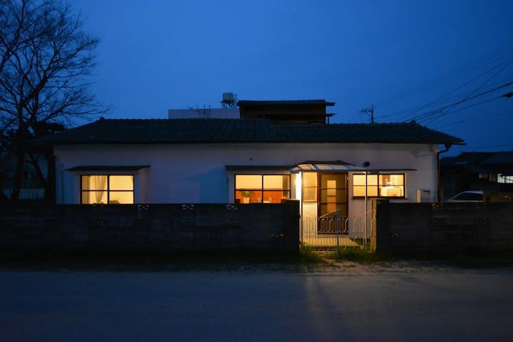 FLAT HOUSE villa 《海辺の米軍ハウスにのんびり滞在》 - 福岡市 - Huis