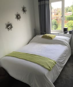 Modern room in quiet neighbourhood - Doncaster