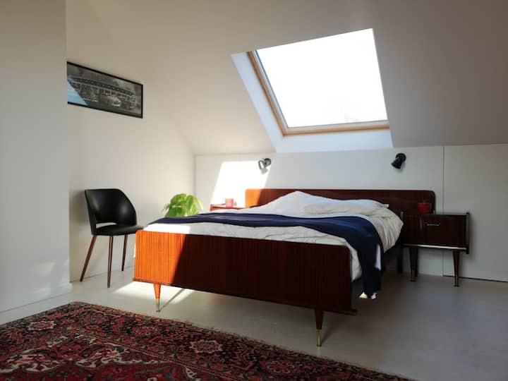 Ruime bovenverdieping met eigen badkamer