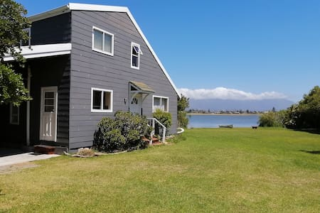 VLEI VIEW  A retreat for nature lovers, Cape Town.