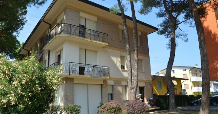 apt for 4+1 persons with a/c in Bibione R27432