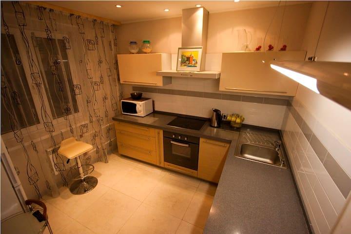 Очень просторные 4 комнатные апартаменты - Krasnoyarsk - Apartment