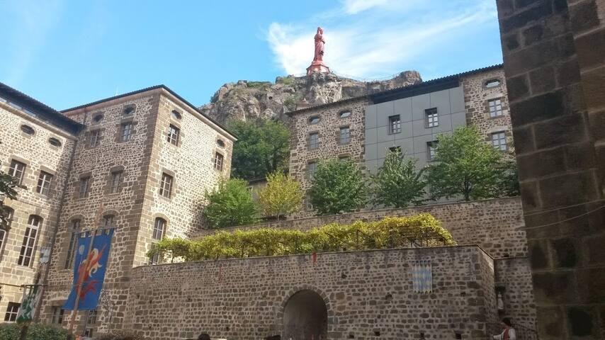 appartement 50 m2 chaleureux calme en centre ville - Le Puy-en-Velay - Departamento