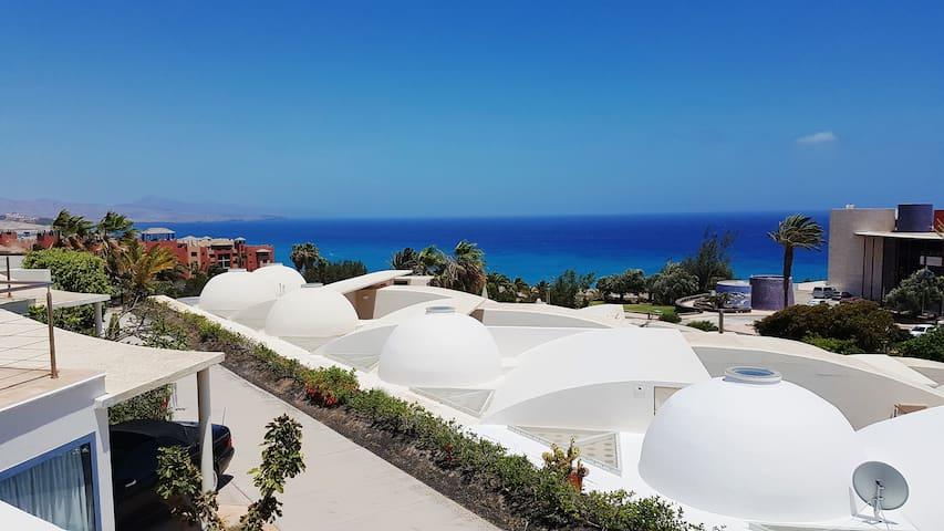 Luxury villa Fenice, pool, seaview, WIFI, Netflix!