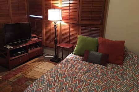 Quaint Bedroom with attached bedroom, Pets OK! - Rancho Palos Verdes