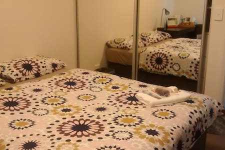 Clean and cosy private room in Sydney Olympic park - Daire