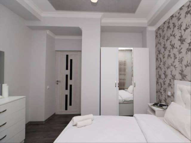 Private master bedroom&bathroom in Sheffield