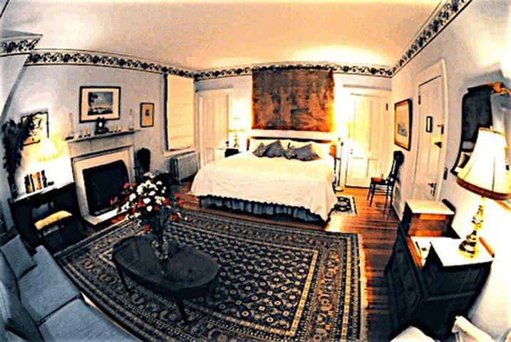 Whistler's Inn/Mr. Whistler's Room (#7)