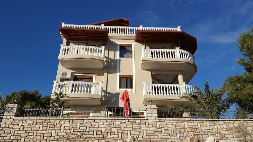 An amazing place for your vacations - Sarandë - บ้าน