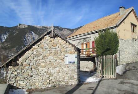 """""""Au bout de la route..."""". - Prads-Haute-Bléone - Talo"""