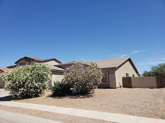 Lovely Two bedrooms near airport and I-10 freeway