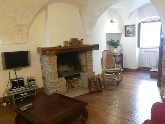 Town house in Scanno with terrace and fireplace.