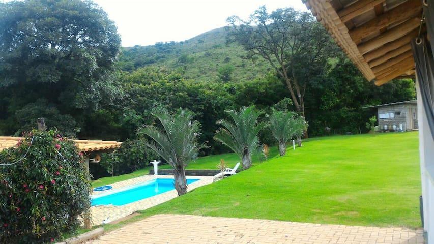 casa de campo no meio das montanhas .paz tranquili
