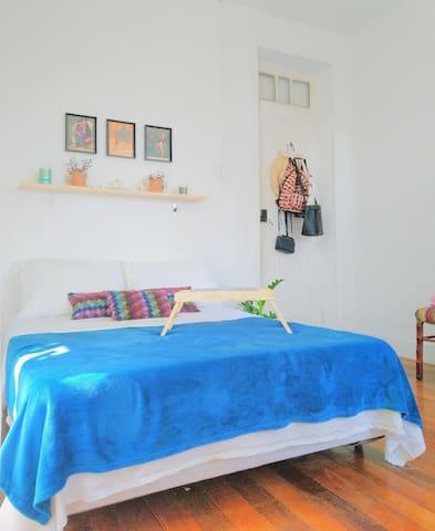 Quarto confortável em casa em Santa Teresa