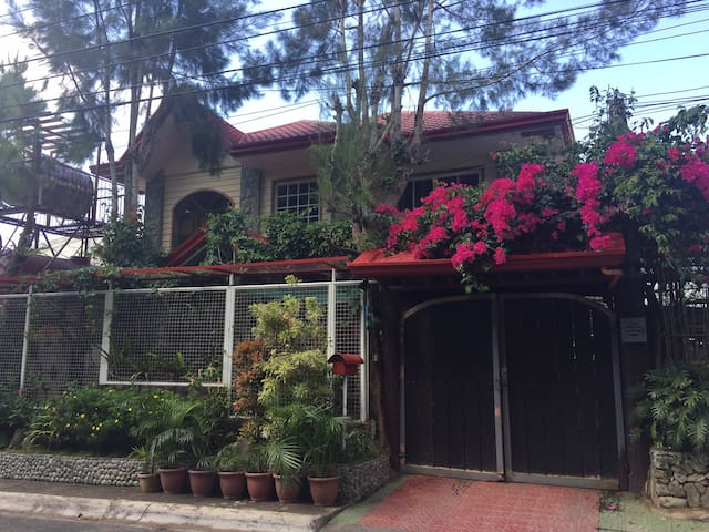 Quianna's MountainView Guest House